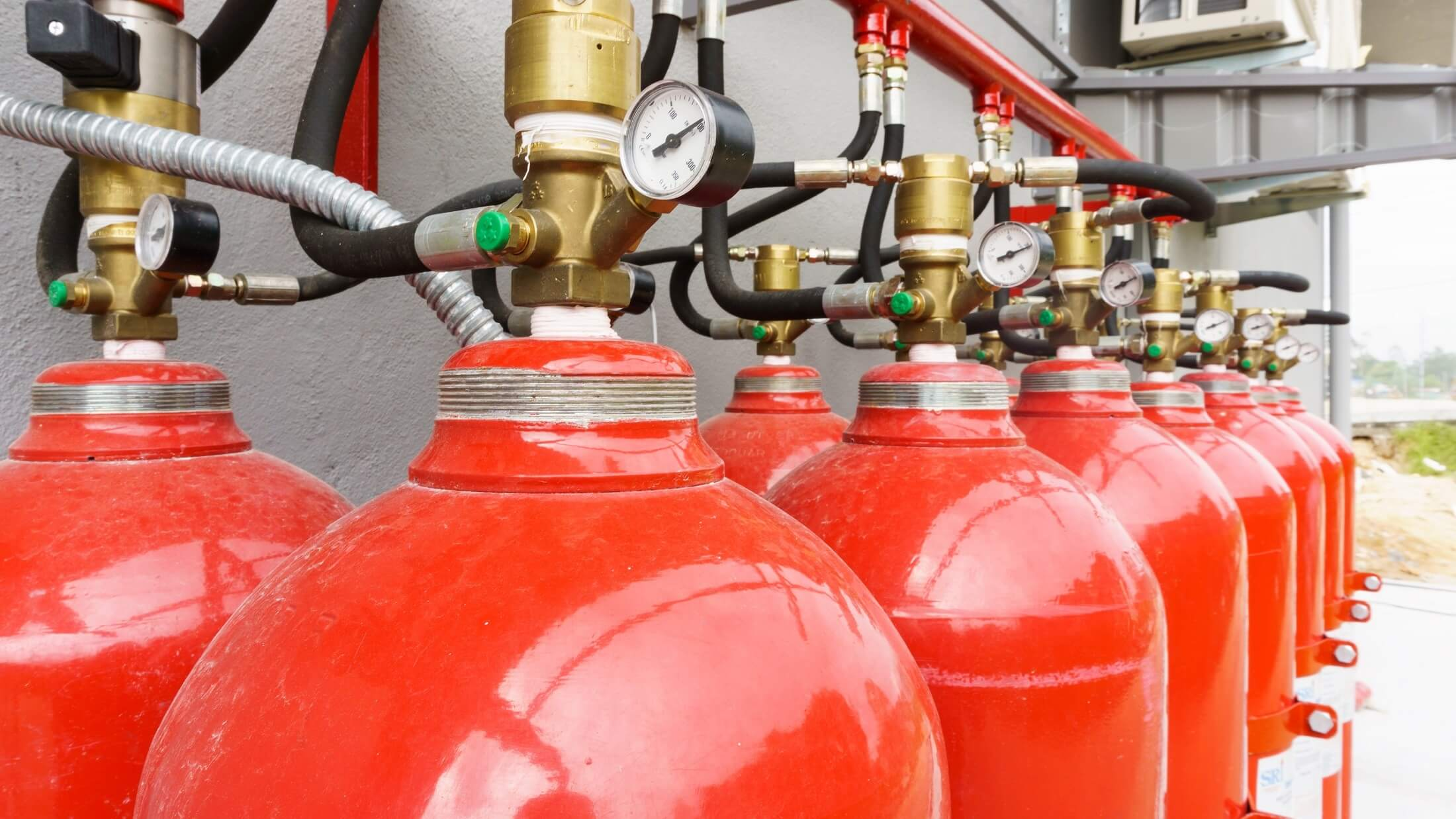 Why do acetylene cylinders need to be stored upright